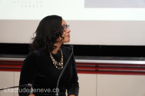 sportunimail011.Mme Odessa Blanc, journaliste.